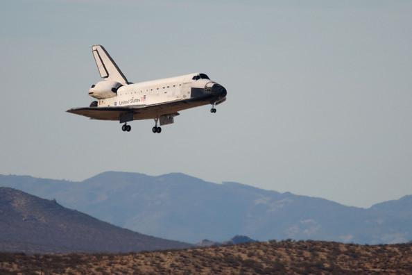 Посадка шаттла Endeavour lands в пустыне Мохаве, а не на Космическом центре